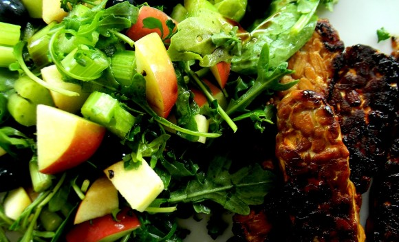 Caramelized tempeh with berry salad